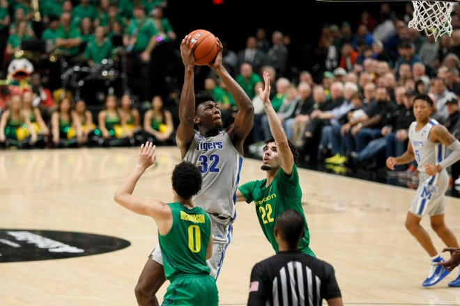 Memphis center James Wiseman shoots while being defended by two Oregon players during the second half at Moda Center.