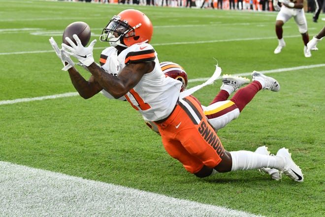 Antonio Callaway, then with the Browns, tries to make a catch vs. Washington.
