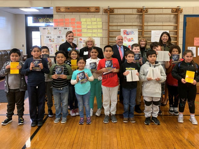 Rotary Club members Janice Allen and Beki Perkins pose on either side of North Plainfield Mayor Mike Giordano at Stony Brook School after handing dictionaries out to third graders from four different classrooms. Principal Cathy Kobylarz (left) and Assistant Superintendent Joanne Sung (right) were also present.