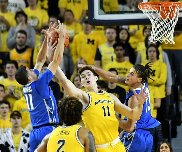 Michigan forward Colin Castleton battles for a rebound during Tuesday's victory over Creighton.