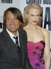Nicole Kidman and husband Keith Urban arrive at the 41st Annual Country Music Association Awards, Wednesday, Nov. 7, 2007, in Nashville, Tenn. (AP Photo/Peter Kramer)
