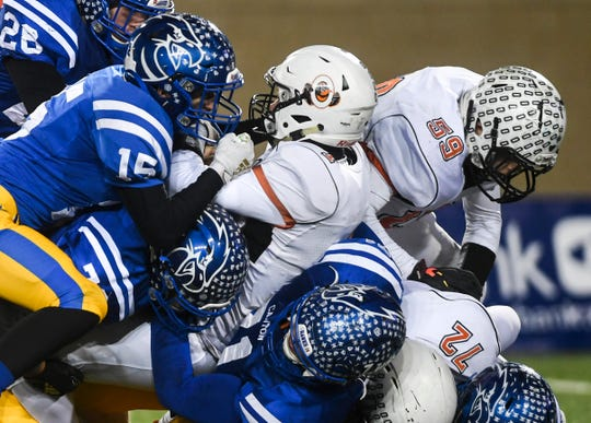 Lennox lost in the opening season game last season to Dell Rapids but made it all the way to the Class 11A championship game before losing to Canton.