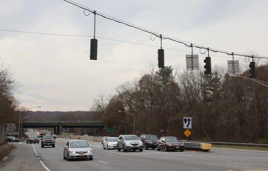 Cars start to back up at the red light at 22 to enter the ramp to I-684 North bound in Armonk Nov.14, 2019. Connecticut lawmakers will soon consider a plan to turn its 1.3-mile stretch of I-684 into a toll road.