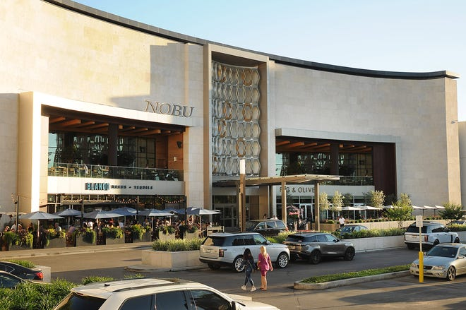 Although Houston Galleria has been around since the '70s, the mall has kept things fresh by bringing in new restaurants and brands that started online.