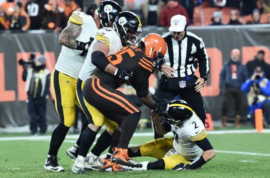 Cleveland Browns defensive end Myles Garrett grabs the helmet off of Pittsburgh Steelers quarterback Mason Rudolph during the fourth quarter at FirstEnergy Stadium.