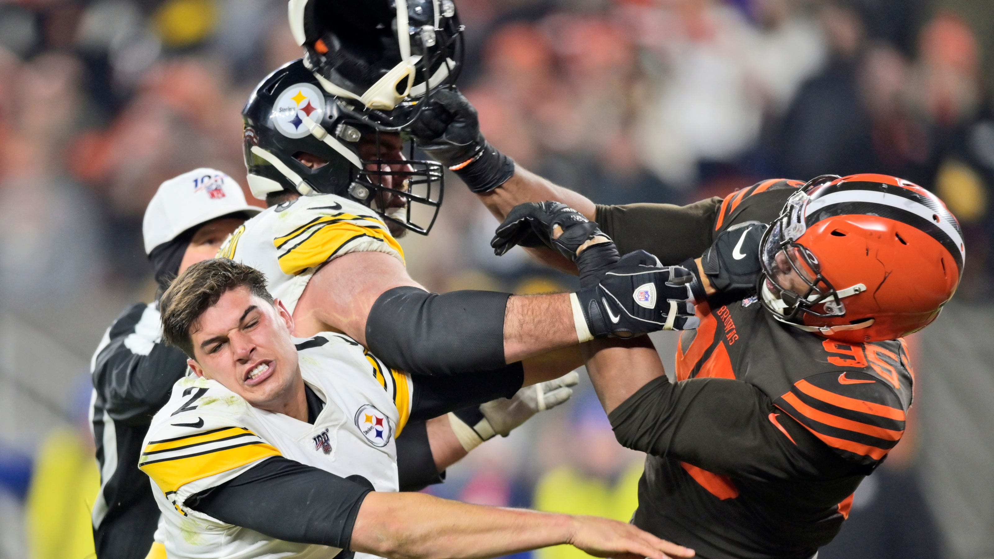 Browns' Myles Garrett swings helmet at Steelers QB Mason Rudolph, sparking ugly brawl