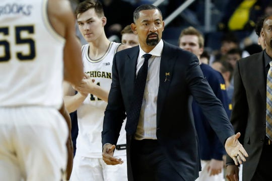Michigan Wolverines coach Juwan Howard reacts during the second half against Elon at Crisler Center, Nov. 15, 2019.