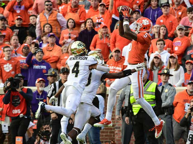 Clemson Trevor Lawrence Continue To Play Like A Team On A