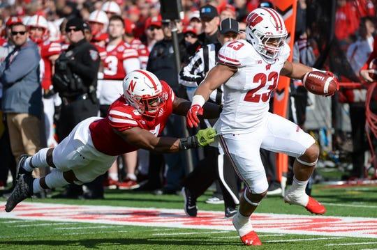 Wisconsin 37 Nebraska 21 Jonathan Taylor Surpasses Ncaa