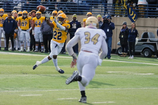Augustana WR #22 DEVON JONES catches the the ball for a touchdown during their 45-21 win over SMSU Saturday.