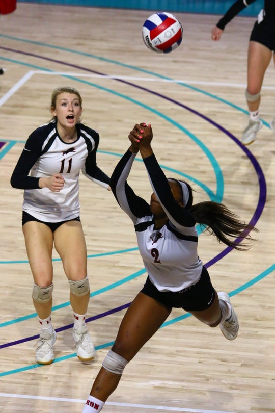 Leon's Alexa Washington keeps the ball alive against St. Thomas Aquinas in the Class 6A state championship game.