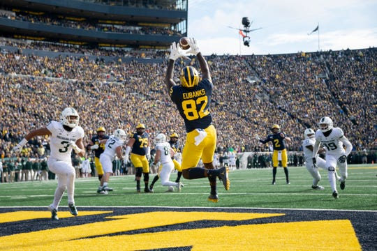 Michigan tight end Nick Eubanks makes a leaping touchdown catch in the second quarter.
