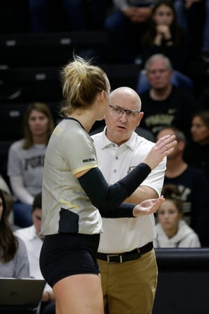 Purdue outside hitter Caitlyn Newton (4) and Purdue head coach Dave Shondell talk during the first set of a NCAA women's volleyball game, Saturday, Nov. 16, 2019 at Holloway Gymnasium in West Lafayette. Purdue won, 3-0 (25-17, 25-15, 25-19)