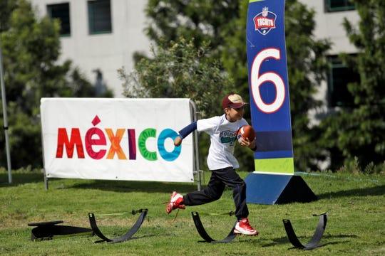 Actividades para los niños se realizan en el Estadio Azteca previo al juego de la NFL.