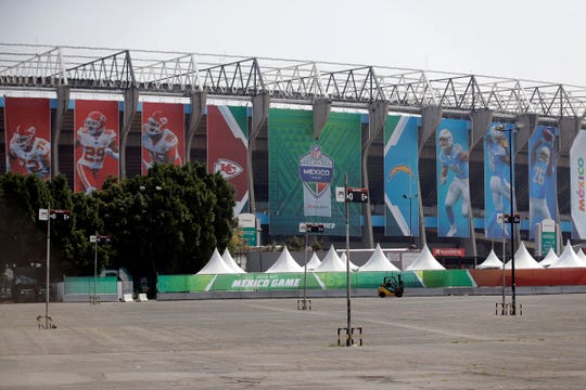 El estadio Azteca se alista para recibir su partido de lunes por la noche.