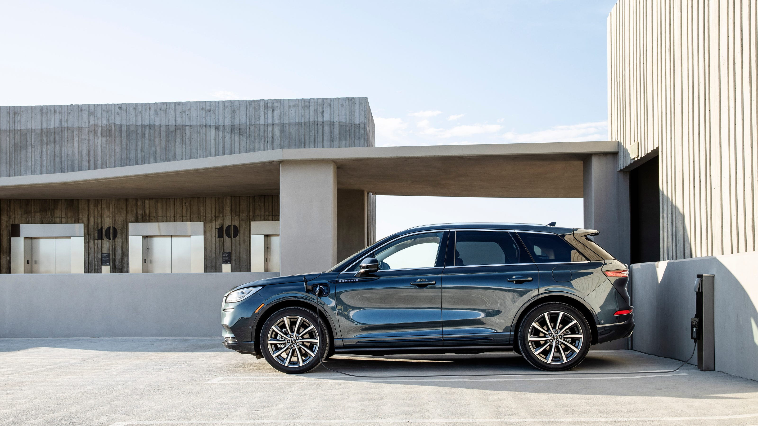 2021 Lincoln Corsair Hybrid Suv Offers More Power And Technology