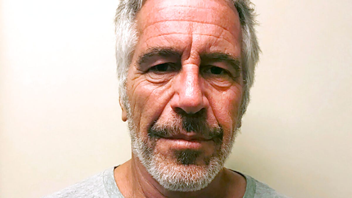 Epstein guards to skirt jail time in deal with prosecutors 3