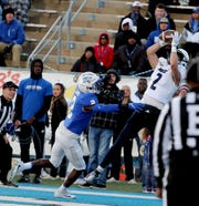 Rice wide receiver Brad Rozner (2) makes a catch to score a touchdown against MTSU last season.