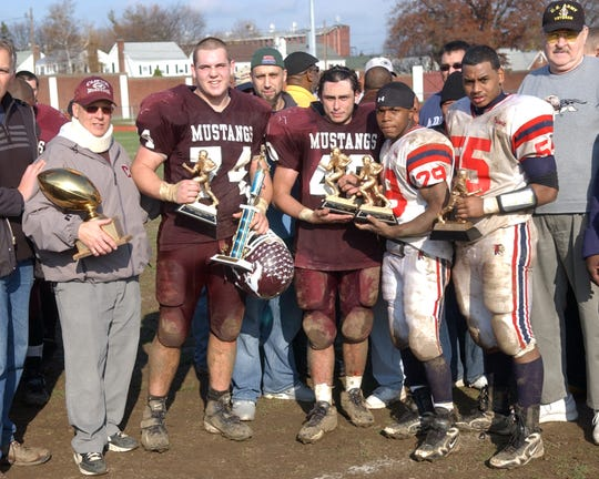 25920    CLIFTON,  NJ    11/26/09     The Annual Clifton vs Passaic Varsity Football Thanksgiving game. Clifton defeated Passaic 7-0...  Pierfrancesco Baccaro / Staff Photographer