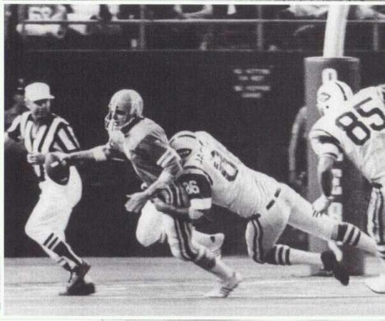 Defensive end Joe Jackson (86) makes a tackle during his time as a member of the New York Jets.