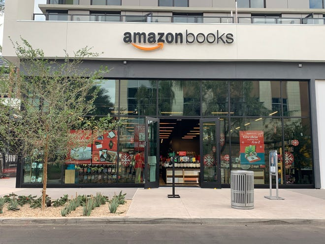 Amazon's first Arizona store has opened in the Scottsdale Quarter shopping center.