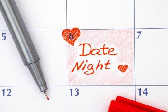 Recordatorio Fecha Noche en calendario con bolígrafo rojo.
