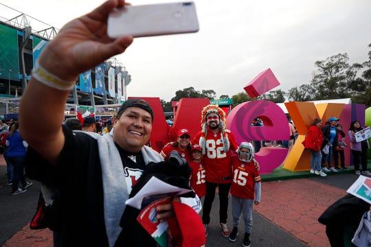 Fueron más de 70 mil aficionados los que se dieron cita en el Azteca el lunes por la noche.
