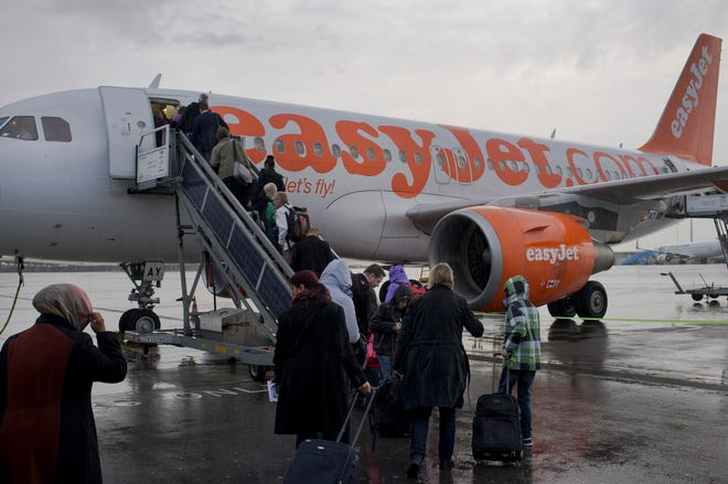 European budget airline easyJet said it will become the first major carrier to operate net-zero carbon flights, offsetting carbon emissions from the fuel used on every flight.