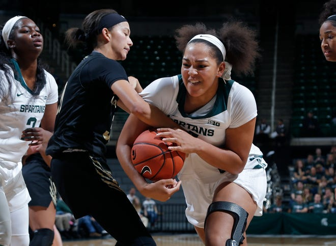 Michigan State's Taiyier Parks, right, and Oakland's Alona Blackwell wrestle for the ball, Tuesday, Nov. 19, 2019, in East Lansing, Mich. Michigan State won 76-56.
