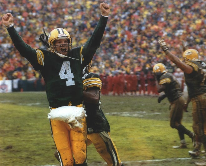 Brett Favre, along with Jordy Nelson, will be inducted into the the Wisconsin Athletic Hall of Fame at the Club at Lac La Belle in August.