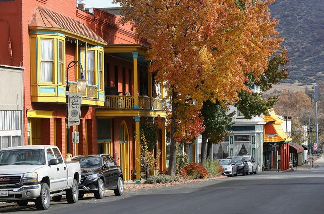 A fall scene along West Miner Street in Yreka's historic district. Downtown restaurants remain open and seem to be handlingthe same number of diners they attracted before the Rain Rock Casino opened in April 2018.