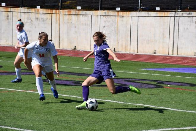 New Rochelle's Teresa Deda is one of nine finalists for lohud Girls Soccer Player of the Week.