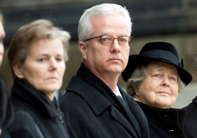 In this Feb. 11, 2015 photo, from left, the children Beatrice von Weizsäcker and Fritz von Weizsaecker and the wife Marianne von Weizsaecker attend the funeral for the former German President Richard von Weizsaecker in Berlin, Germany. Fritz von Weizsaecker has been killed on Tuesday, Nov. 19, 2019 while he was giving a lecture at a hospital in Berlin where he also worked as a physician.