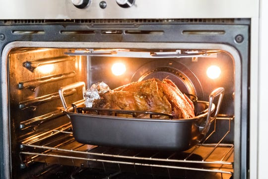 Should you clean your oven before Thanksgiving?