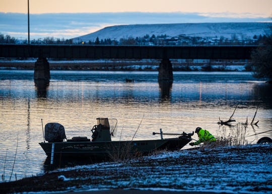 A boater loads his boat onto a trailer at the Broadwater boat launch on the Missouri River on 2014.