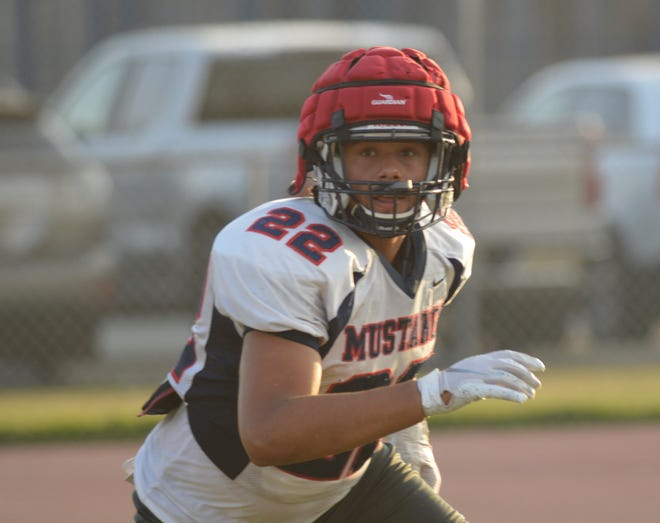 Tulare Western's Henry Williams practices on Nov. 19, 2019 in Tulare.