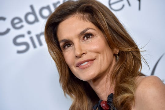 Cindy Crawford attends the Women's Guild Cedars-Sinai Annual Luncheon on November 06, 2019 in Beverly Hills, California.