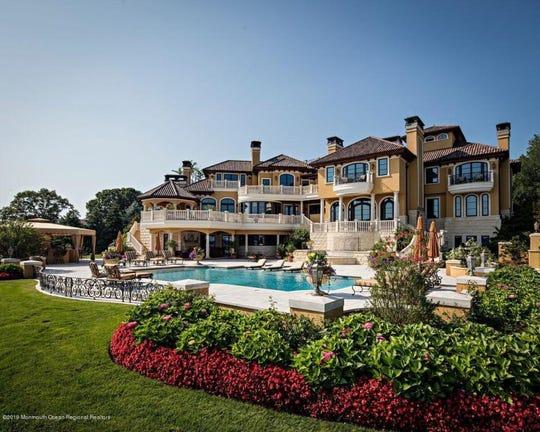 Tour spectacular 18m Villa Paradiso at 18 Clay Court.