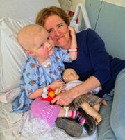Eleanor Wallace-Brodeur and her mom Rachel in 2013 when she was undergoing leukemia treatments.