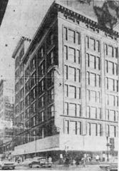 A picture of Davidson's at 7th and Walnut streets.