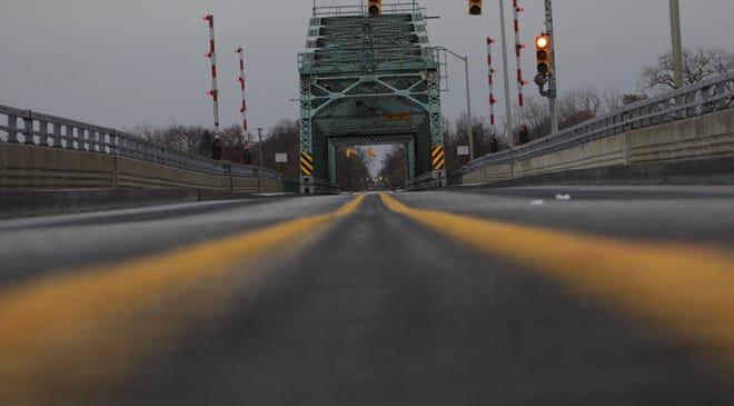 Grosse Ile Parkway Free bridge is open.