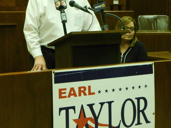 Earl Taylor, district attorney for the 27th Judicial District, announced Friday he is retiring.