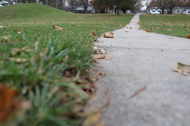 The Ohio Department of Natural Resources announced last week the award of $ 84,031 grant for the construction of a walking path at Veteran's Park in Oak Harbor.