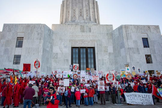 Hundreds of people rally at the Oregon State Capitol on Nov. 21. Those at the rally protested the Jordan Cove project, which includes a liquefied natural gas (LNG) export terminal and a natural gas pipeline in Coos Bay, Oregon. (MADELEINE COOK / STATESMAN JOURNAL)