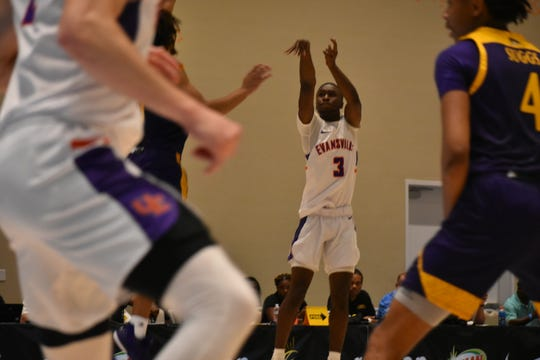 Jawaun Newton shoots during the Aces' game against East Carolina.