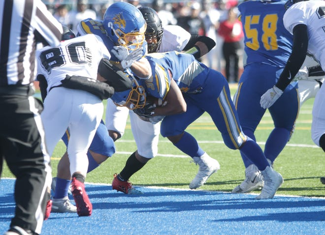 Bloomfield's Kenyon Mosley punches in a 2-yard touchdown run against Grants during Saturday's 4A state football semifinals game at Bobcat Stadium in Bloomfield.