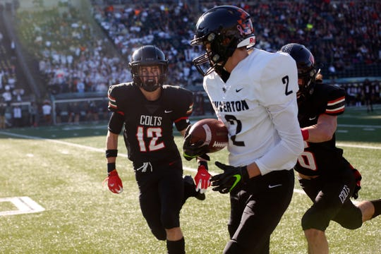 Silverton's Austin Ratliff, 2, catches a pass during the Silverton vs Thurston Class 5A state semifinals.