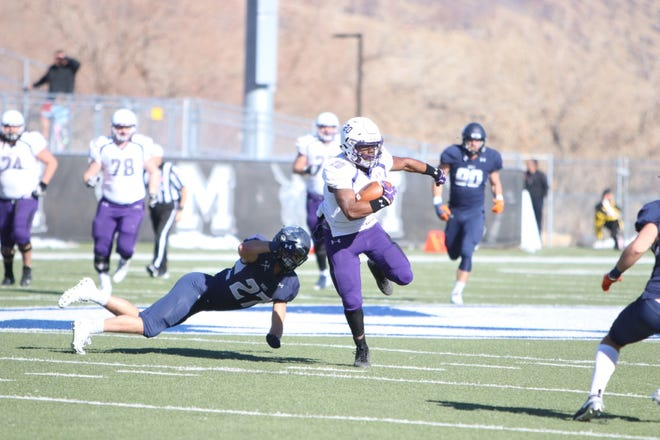 USF's Ja'Tai Jenkins evades the Mines defense during Saturday's Division II playoff game