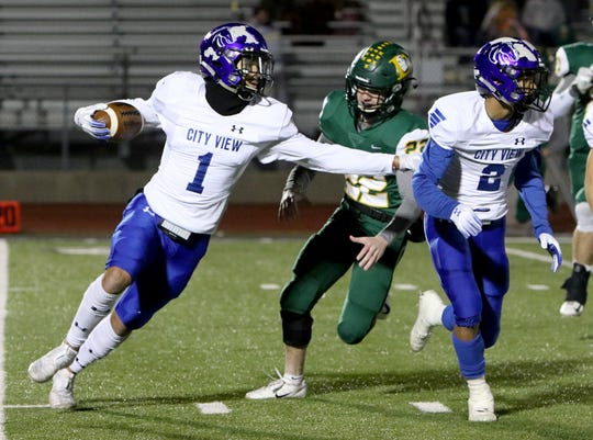 City View's Jayln Marks (1) runs behind Javen Jones (2) in the game against Lexington Friday, Nov. 22, 2019, in Alvarado. The Eagles defeated the Mustangs 28-7 in the 3A area playoff.