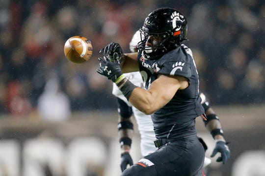 Cincinnati Bearcats tight end Josiah Deguara (83) is unable to catch a pass deep in the red zone in the first quarter of the NCAA American Athletic Conference game between the Cincinnati Bearcats and the Temple Owls at Nippert Stadium in Cincinnati on Saturday, Nov. 23, 2019.